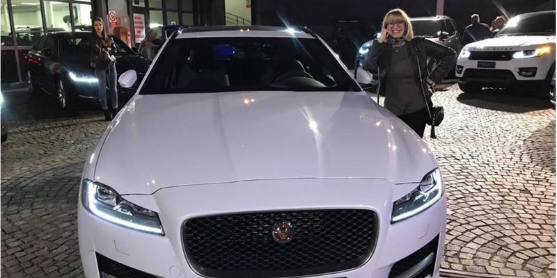 Queen Land Mariangela con auto