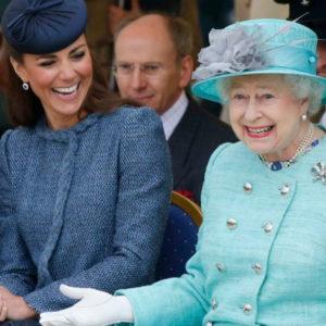 La Regina Elisabetta II con Kate