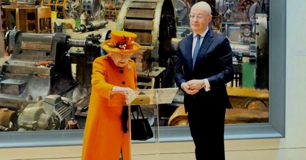 La Regina Elisabetta II cop.